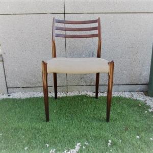 Cadeira tipo nórdico, desenho de Niels Moller