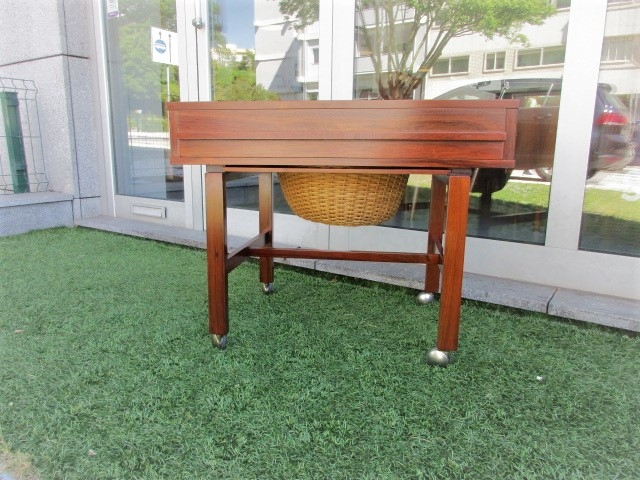 Nordic Mobile seam on rosewood. Nordic furniture in Porto. Vintage furniture in Porto. Restoration of furniture in Porto.