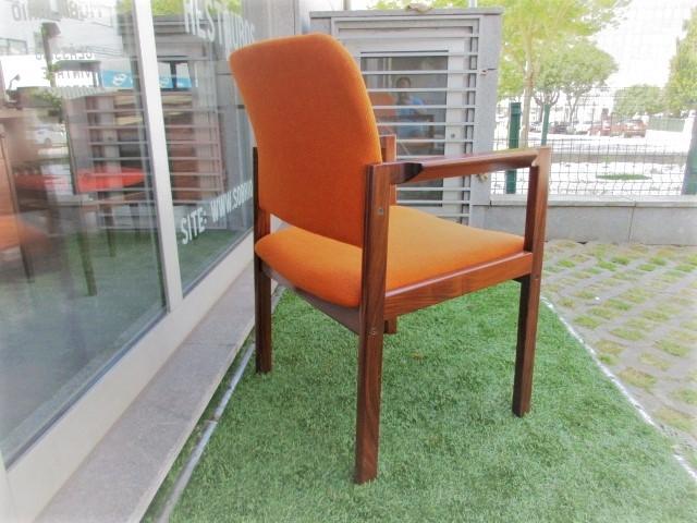 Nordic armchair in rosewood.Nordic furniture in Porto.Vintage furniture in Porto.Restoration of furniture in Porto.