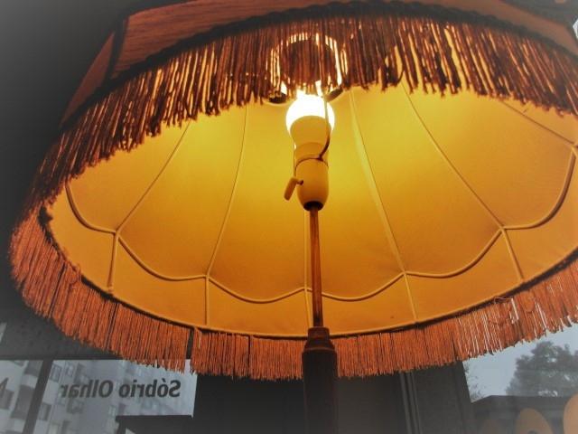 Nordic floor lamp. Nordic furniture in Porto. Vintage furniture in Porto. Restoration of furniture in Porto.