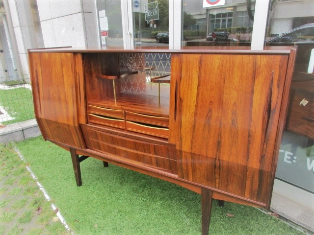 Nordic sideboard in rosewood.Nordic furniture in Porto.Vintage furniture in Porto.Restoration of furniture in Porto.