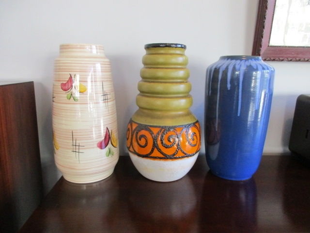 Decoration pieces. West German ceramic vases, Murano crystal bowls and glass bowls. Nordic furniture in Porto. Vintage furniture in Porto. Restoration of furniture in Porto.