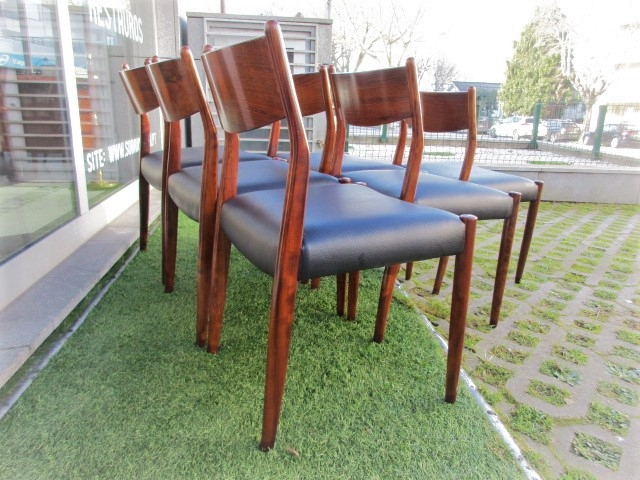 Vintage chairs in rosewood. Nordic furniture in Porto. Vintage furniture in Porto. Restoration of furniture in Porto.