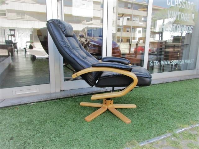 Nordic leather armchair. Nordic furniture in Porto. Vintage furniture in Porto. Furniture restoration in Porto.