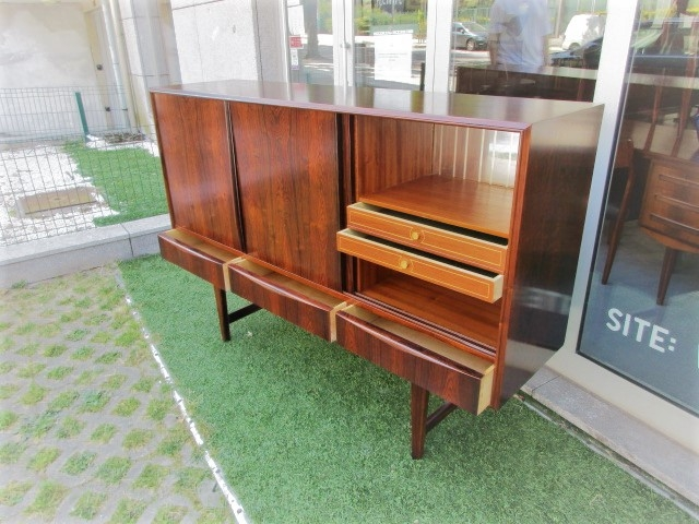 Nordic sideboard in rosewood.Nordic furniture in Porto.Vintage furniture in Porto.Furniture restoration in Porto.