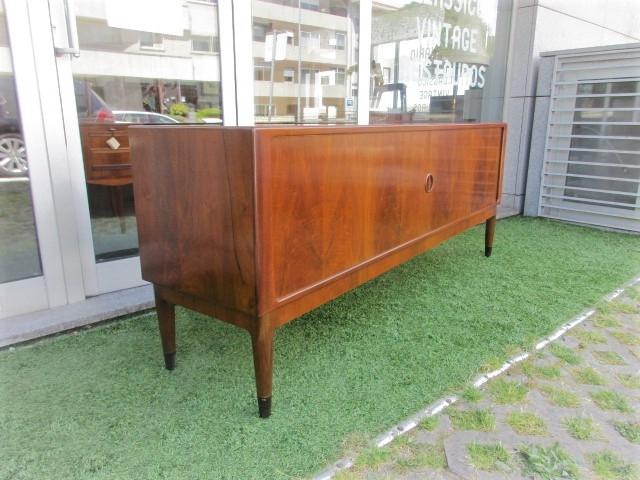 Nordic sideboard in walnut. Nordic furniture in Porto. Vintage furniture in Porto. Furniture restoration in Porto.