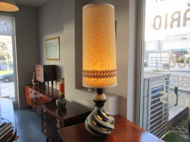 Vintage table lamp. Nordic furniture in Porto. Vintage furniture in Porto. Furniture restoration in Porto.