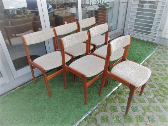 Nordic teak chairs, designed by Erik Buch. Nordic furniture in Porto. Vintage furniture in Porto. Furniture restoration in Porto.