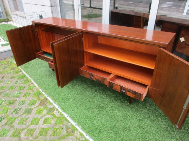 Nordic sideboard in walnut. Nordic furniture in Porto. Vintage furniture in Porto. Furniture restoration in Porto.