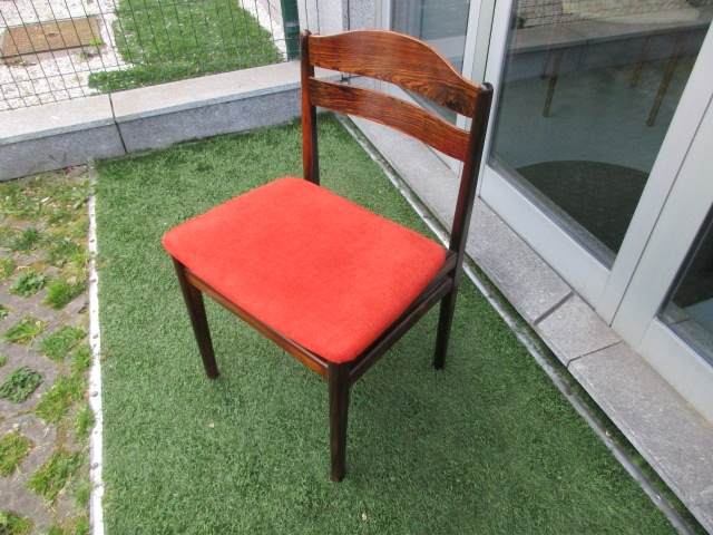 Nordic chairs in rosewood. Nordic furniture in Porto. Vintage furniture in Porto. Furniture restoration in Porto.