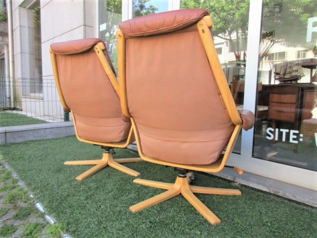 Pair of Nordic leather armchairs, produced by Göte Möbel. Nordic furniture in Porto. Vintage furniture in Porto. Furniture restoration in Porto.