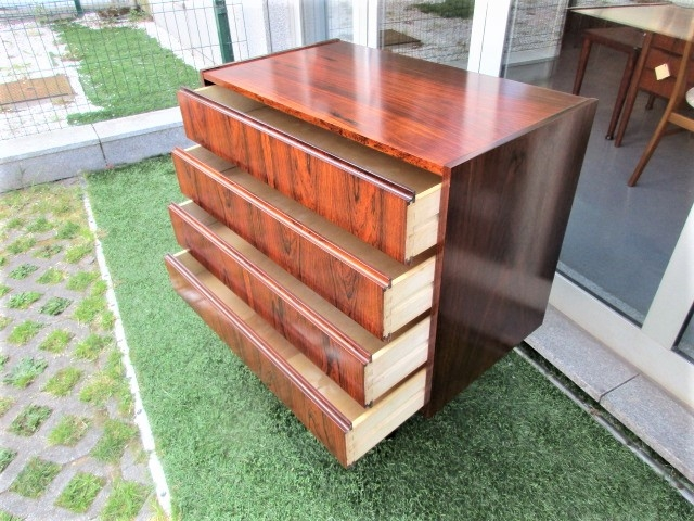 Nordic chest of drawers in rosewood. Nordic furniture in Porto. Vintage furniture in Porto. Furniture restoration in Porto.