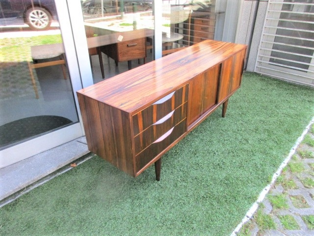 Nordic sideboard in rosewood. Nordic furniture in Porto. Vintage furniture in Porto. Furniture restoration in Porto.